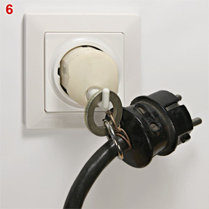DDR plug with hook and extension cable