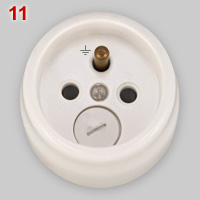 CEE 7/5 type socket with internal fuse